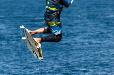 Hoe surf je met een kite?